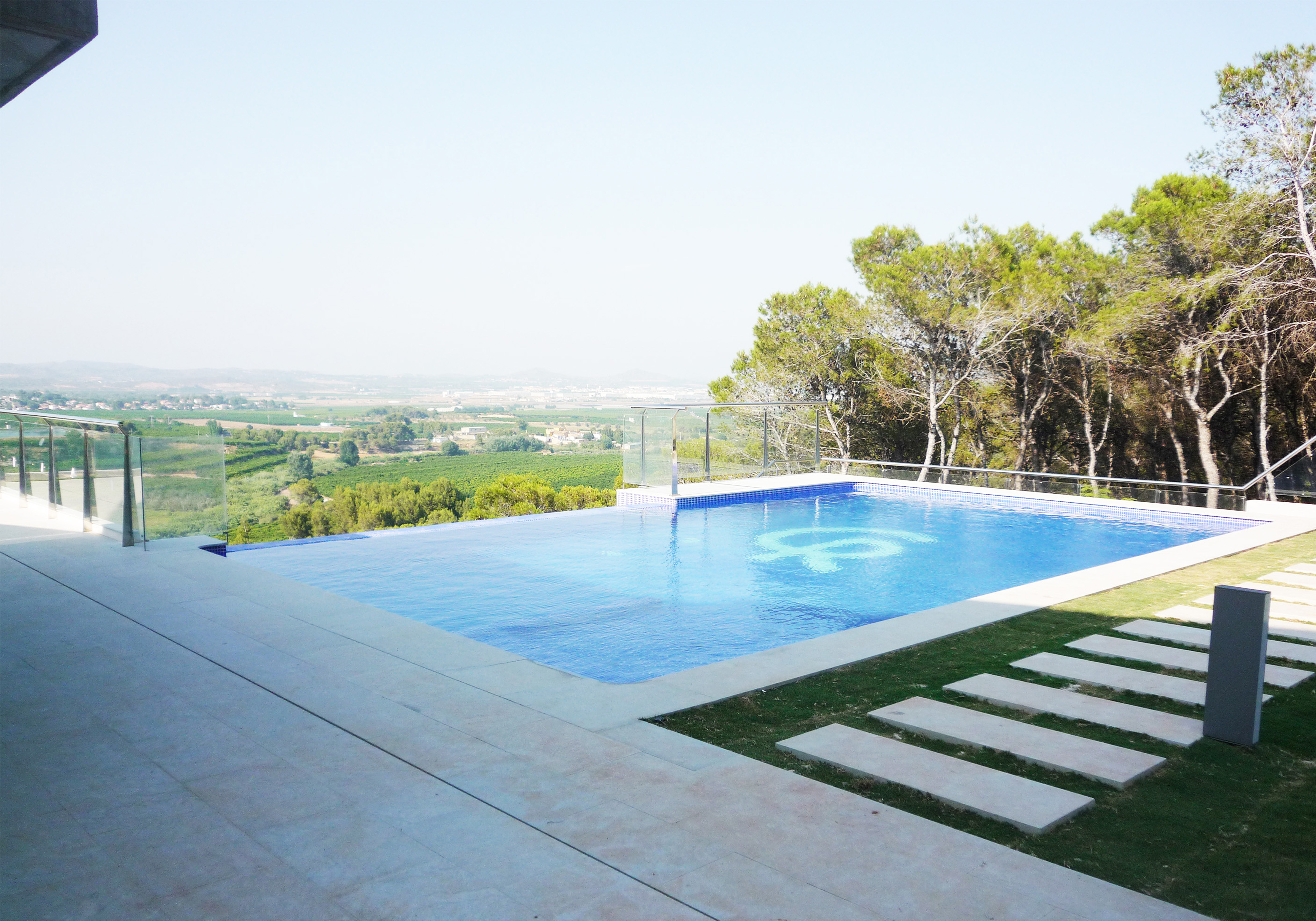 Piscinas desbordantes pisicilimp especialistas en piscinas for Piscinas desbordantes precios