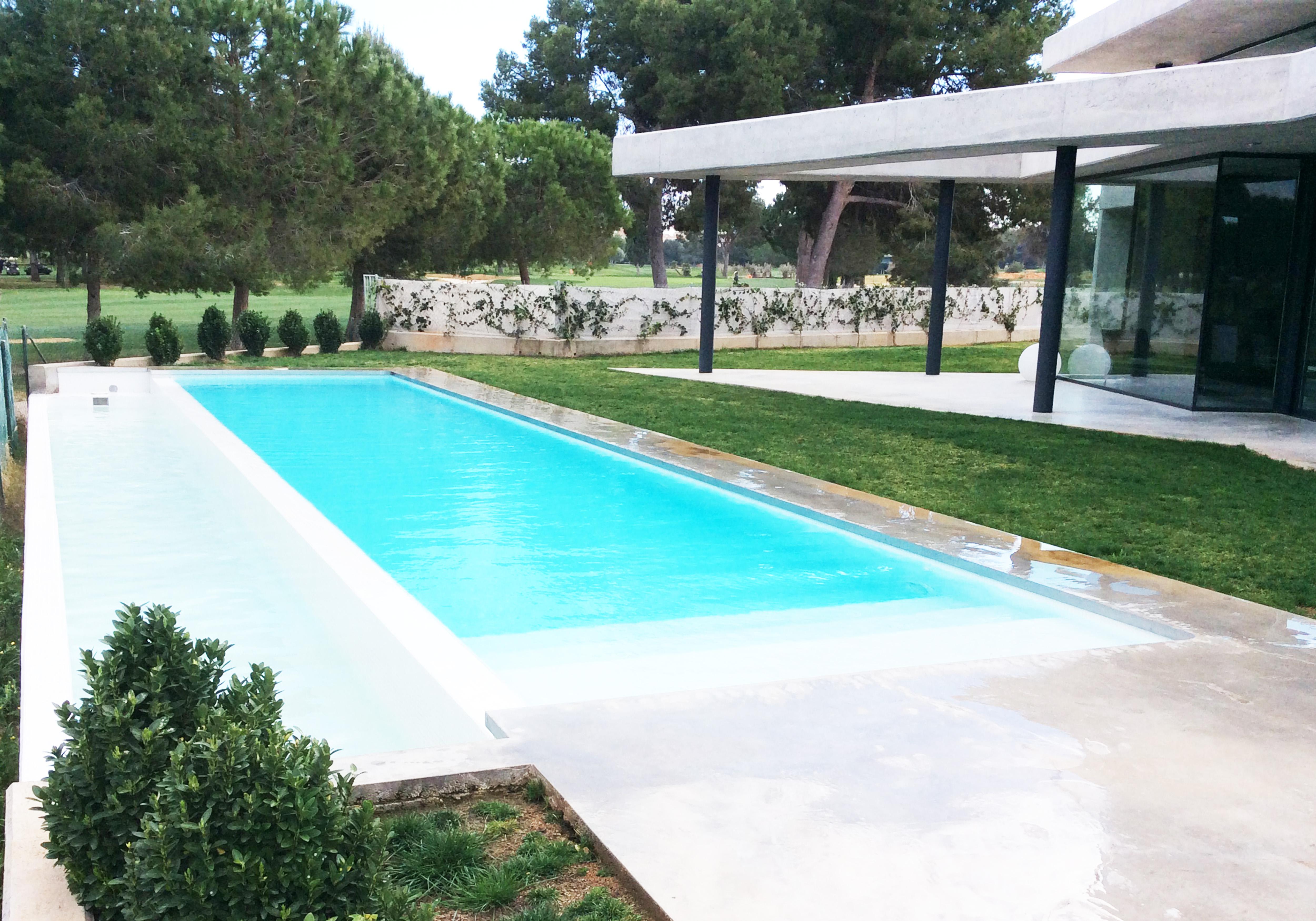 Piscinas desbordantes pisicilimp especialistas en piscinas for Piscina infinita construccion